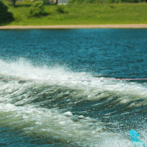 Водные лыжи и отдых для детей